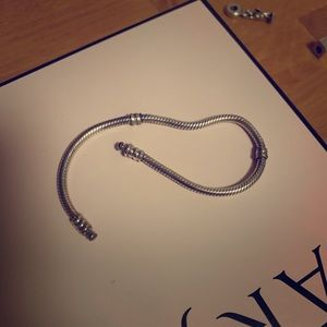 Pandora bracelet without clasp